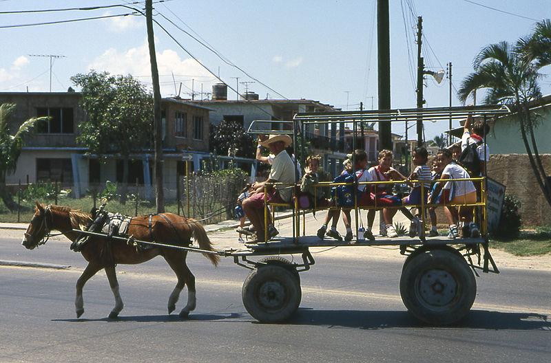 800px-Cuba_schoolbus
