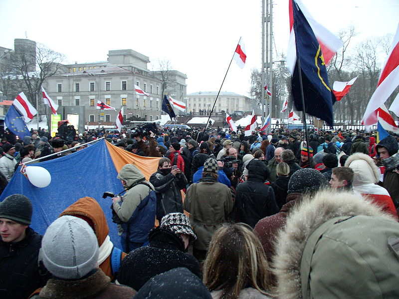 Anti-government protestors gather in the Belarussian capital in 2006. Draconian laws against such public gatherings have since severely limited opportunities for anti-government action. Source: Alex Zelenko via Wikimedia Commons