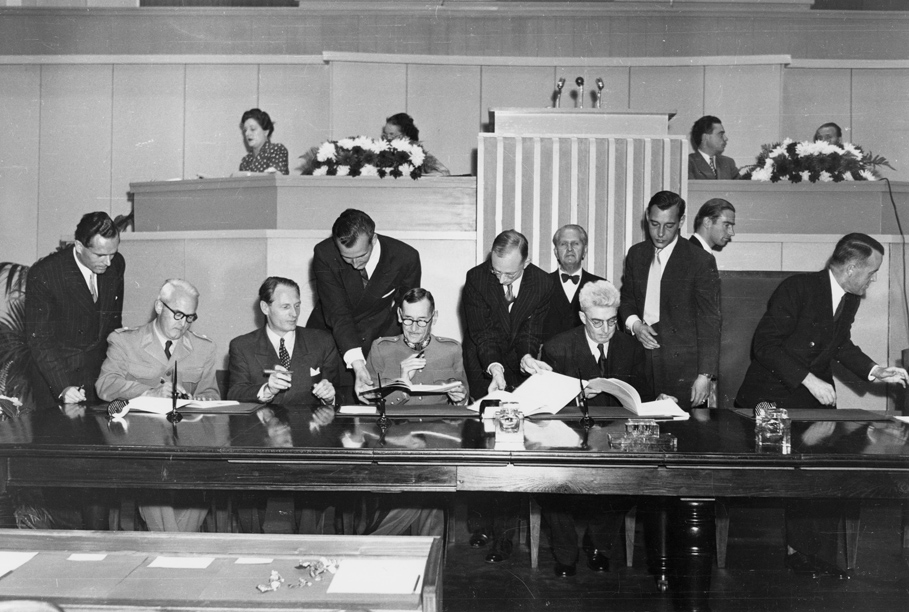 The drawing up of the 1949 Geneva Convention (Flickr Creative Commons)